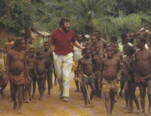 Jean-Pierre Hallet visits an Efe village